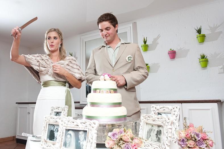 Bride cutting cake Hotel Izulu