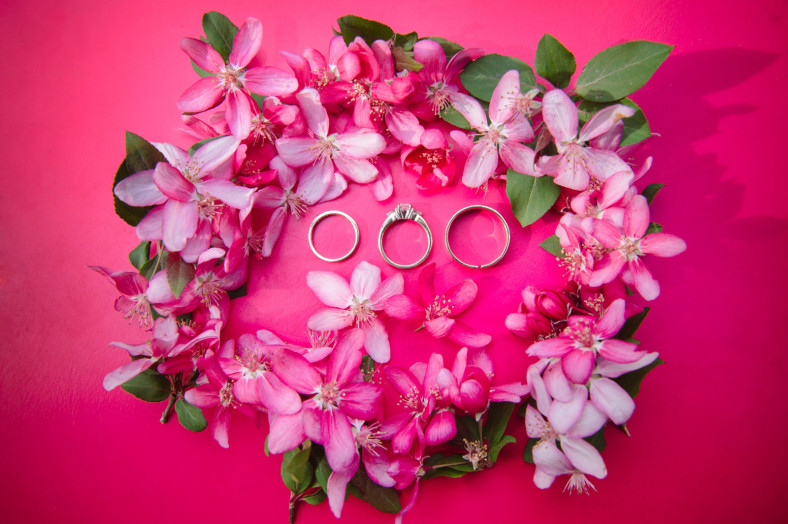 Wedding rings with spring flowers