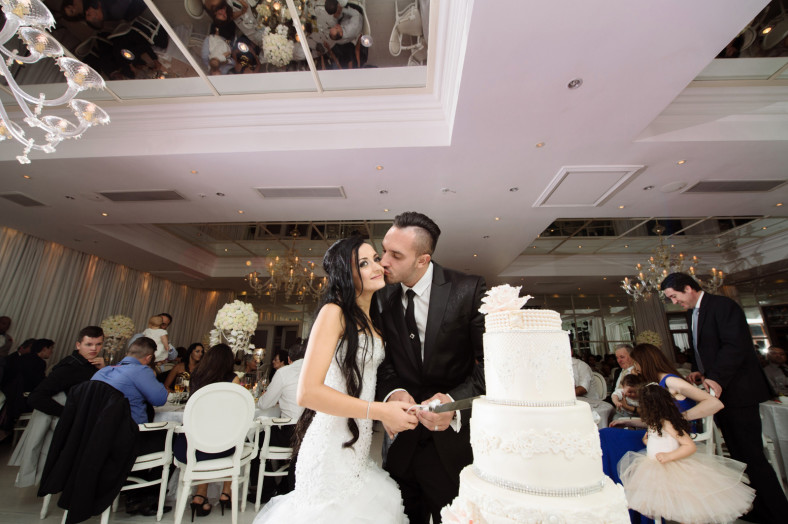 The Oyster Box Hotel Documentary Portuguese Wedding Photography Reception Cake cutting
