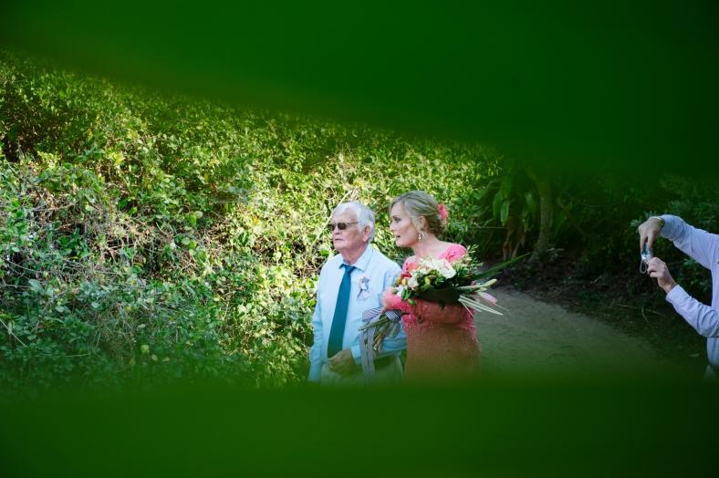 Photobomb wedding