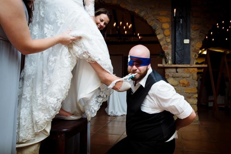 Blindfolded garter