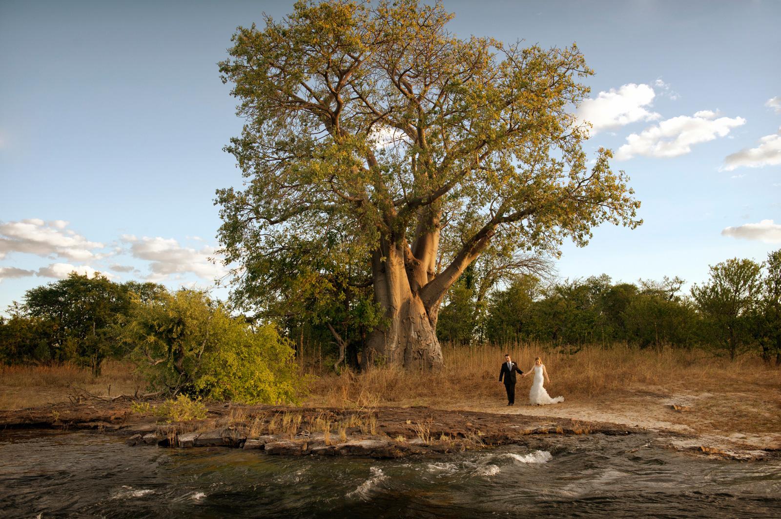 bride and groom in savannah